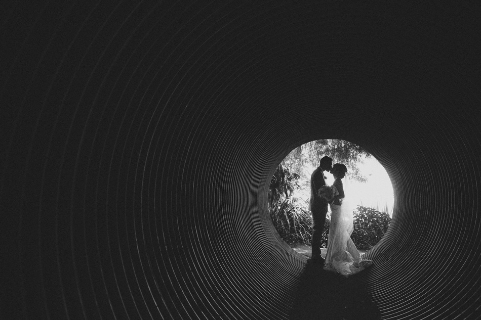 bride groom kiss tunnel
